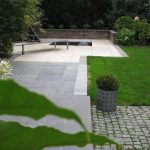 Garten mit Kugelbrunnen