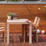 Holzterrasse und Blickschutz