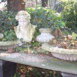 klassische Gartendeko